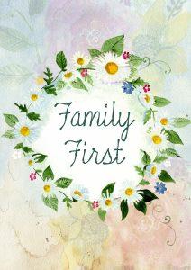 Imagen de un dibujo a acuarela y lapices de colores de una diadema de flores, con las palabras Family First en el centro.