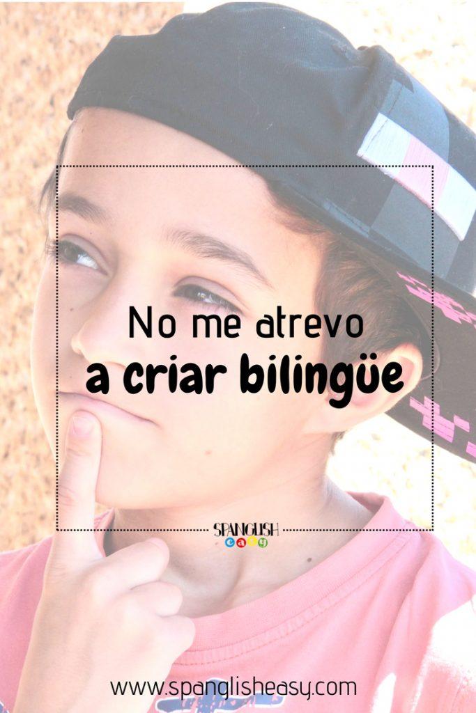 No me atrevo a criar bilingüe - Fotografía para pinterest. Foto de un niño con dedo en la barbilla y dudoso.