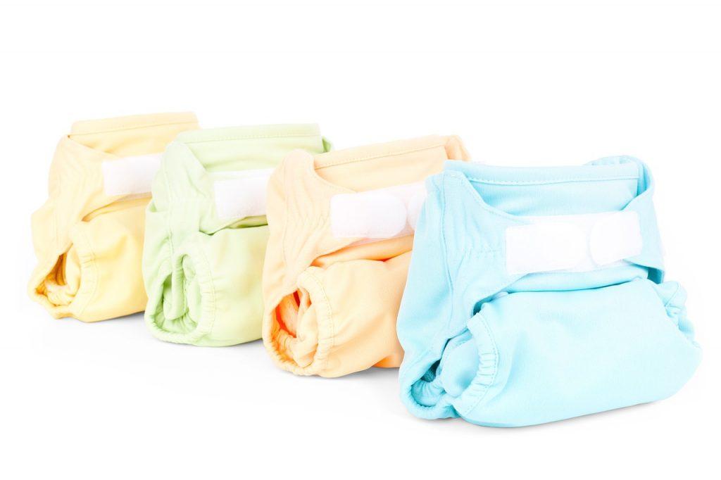Imagen a color de cuatro pañales de tela de colores