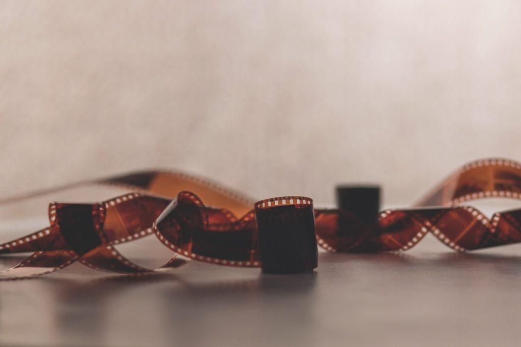 Imagen de una cinta de película a color - Cortos de animación para aprender inglés