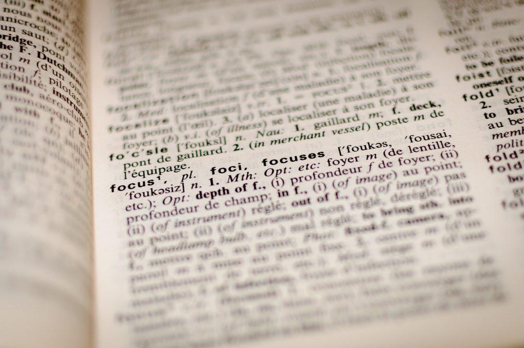 Imagen de una pagina de un diccionario en ingles. Palabra es FOCUS.