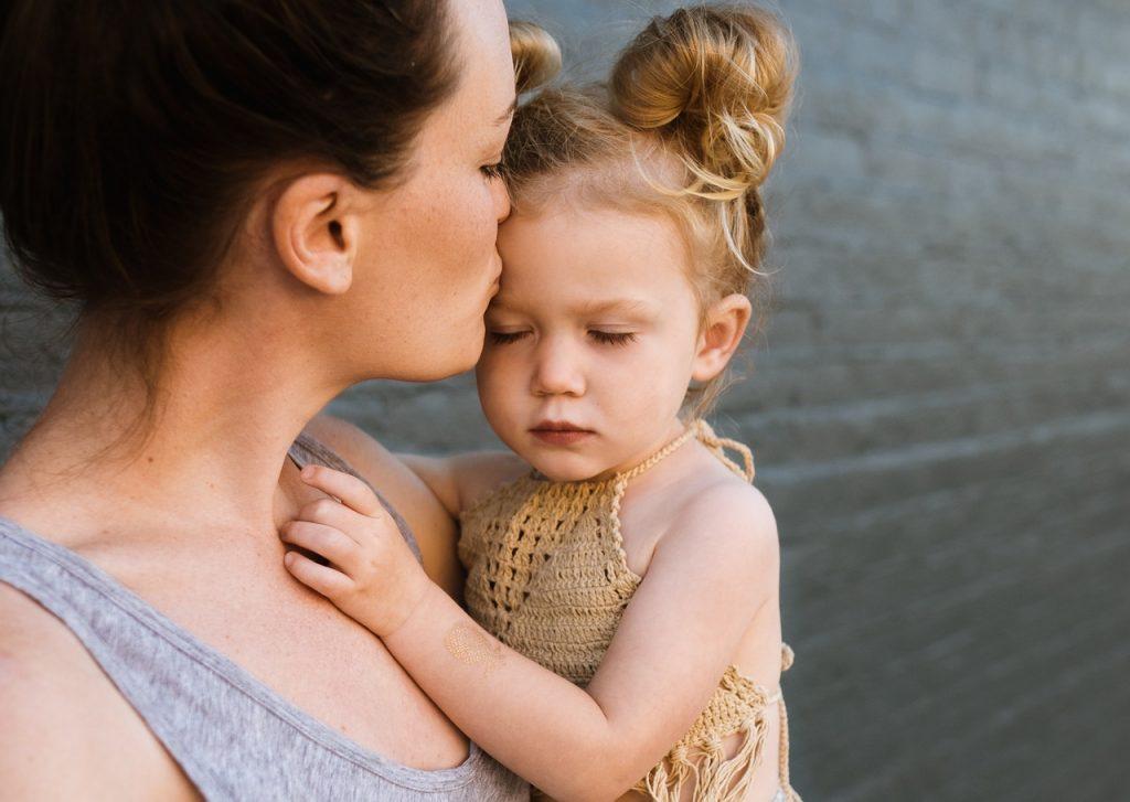 Imagen de una madre y su hija