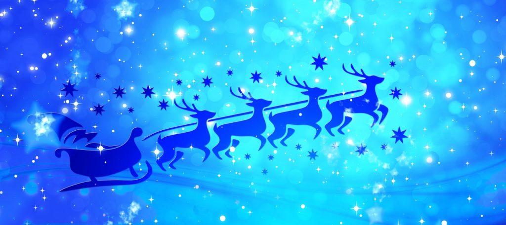 En azul, trineo de santa y los renos.