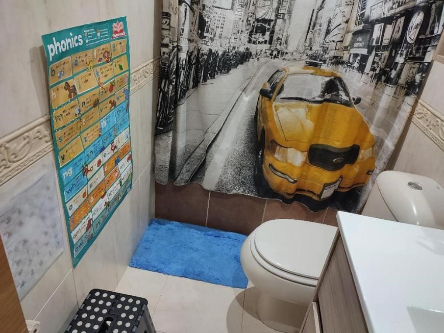 Fomentando la lectoescritura en inglés en casa en el baño